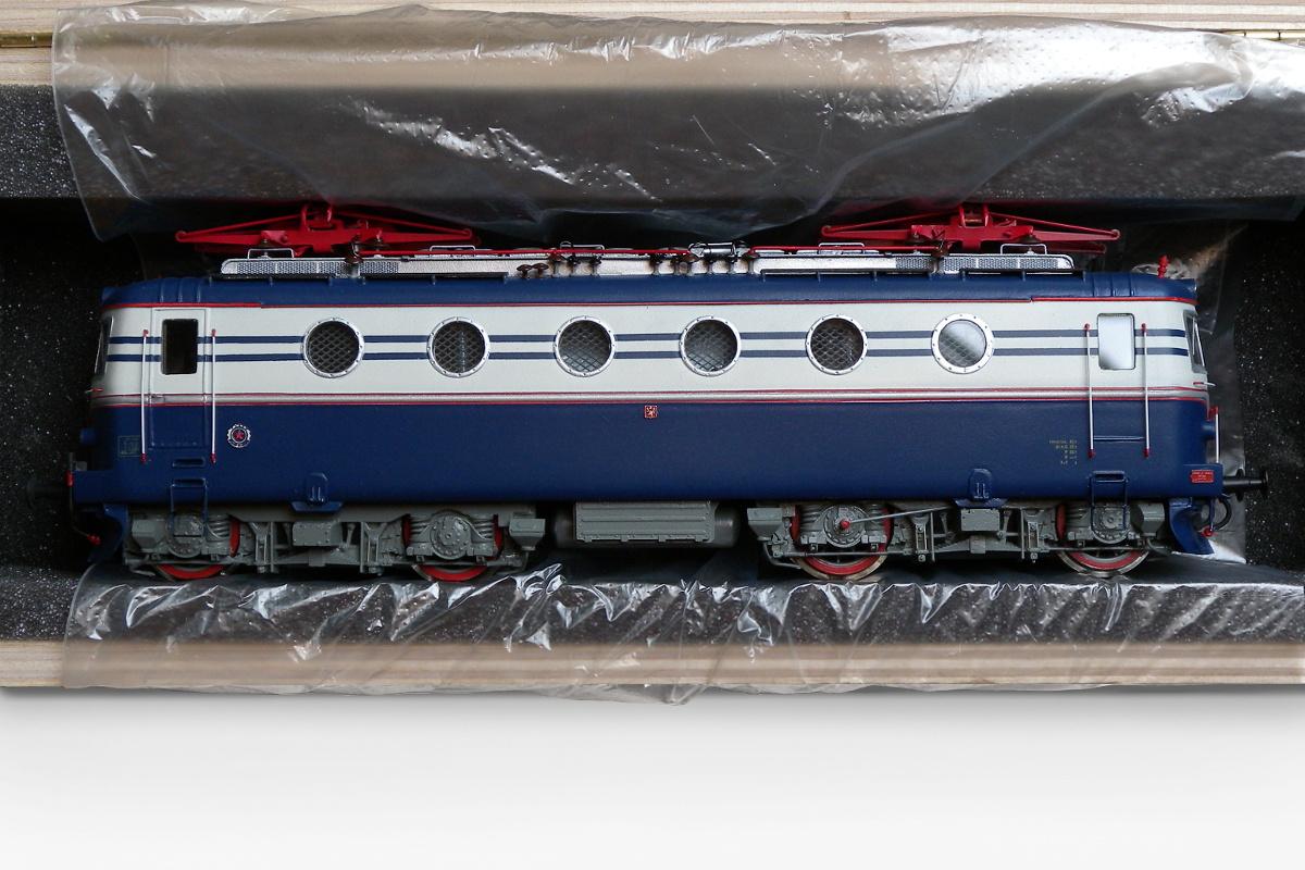 E499.066 Bobina in wooden box